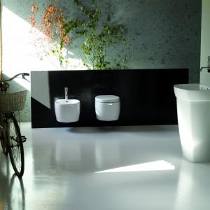 Kolekcja ceramika Tratto marki Disegno to  post-minimalizm w najlepszym wydaniu: zdecydowane linie ceramicznych elementów, projektowa czystość i elegancja formy. Fot. Coram.
