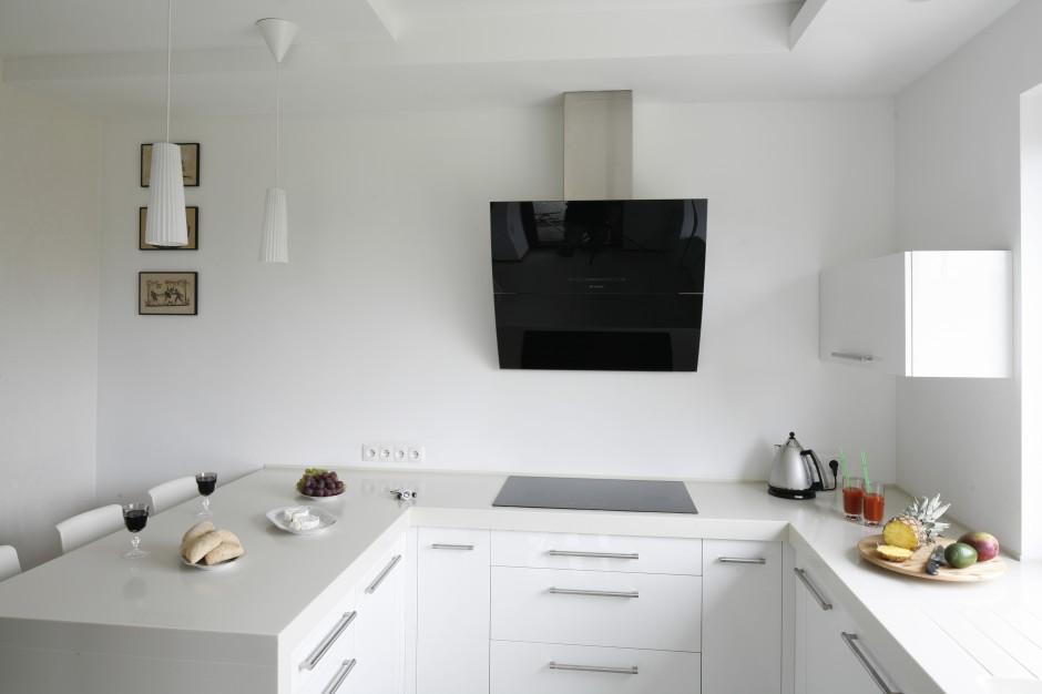 Okap przyścienny wykonany Czarno białe kuchnie   -> Kuchnie I Okapy