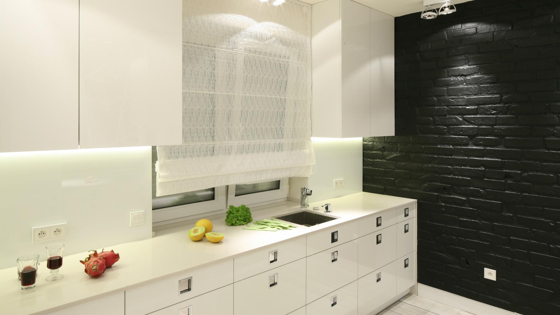 Fronty szafek i szuflad Czarno białe kuchnie   -> Kuchnie Z Uchwytami