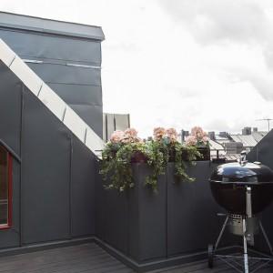 Z salonu prowadzą drzwi na intymny balkon o powierzchni 8 metrów. Fot. Per Jansson