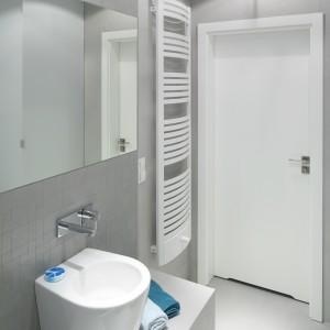 Wnętrze jest utrzymane w minimalistycznej stylistyce. Dominuje tu prosta i czysta, za to wyjątkowa forma wyposażenia. Projekt: Anna Maria Sokołowska. Fot. Bartosz Jarosz.