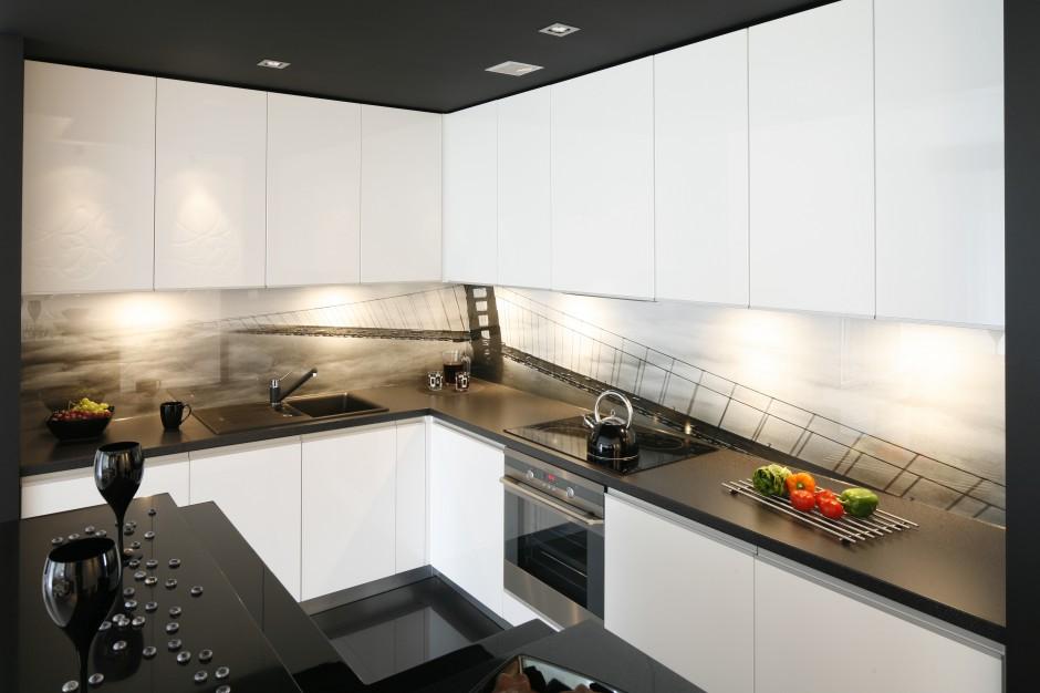 Szafki dolne i górne Czarno białe kuchnie Najciekawsze pomysły architek   -> Kuchnia Biale Meble Czarny Blat