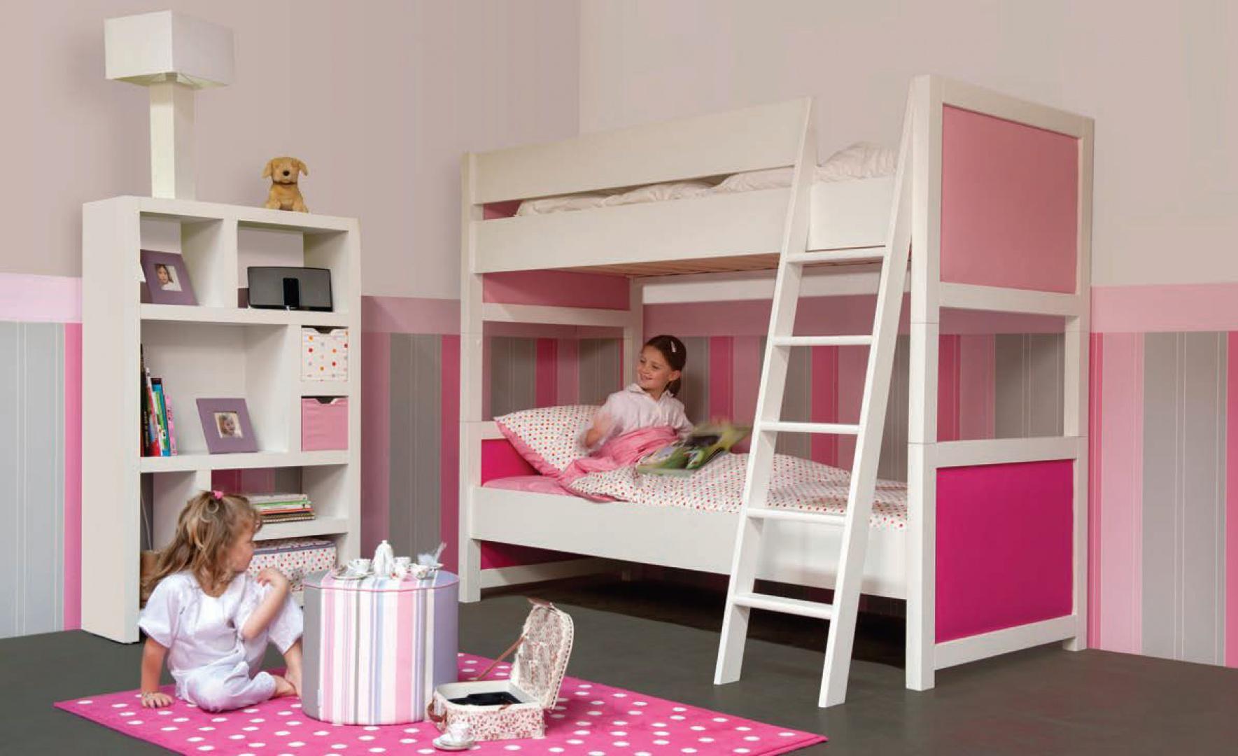 Pomysł na różowy pokój dla kilkuletnich sióstr. Fot. Pazapas.