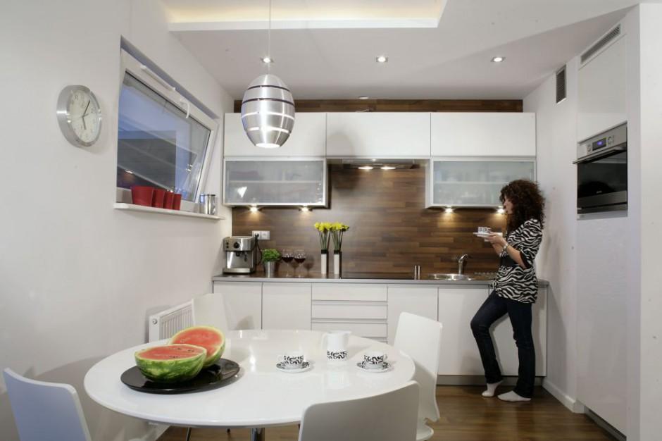 Jednorzędowa zabudowa Mała kuchnia Zobaczcie pomysły architektów  Stro   -> Mala Kuchnia Retro