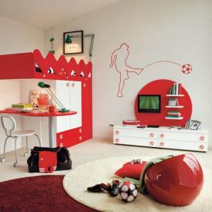 Łóżko, biurko i szafa scalone w jeden efektowny mebel. Fot. Colombini Casa.