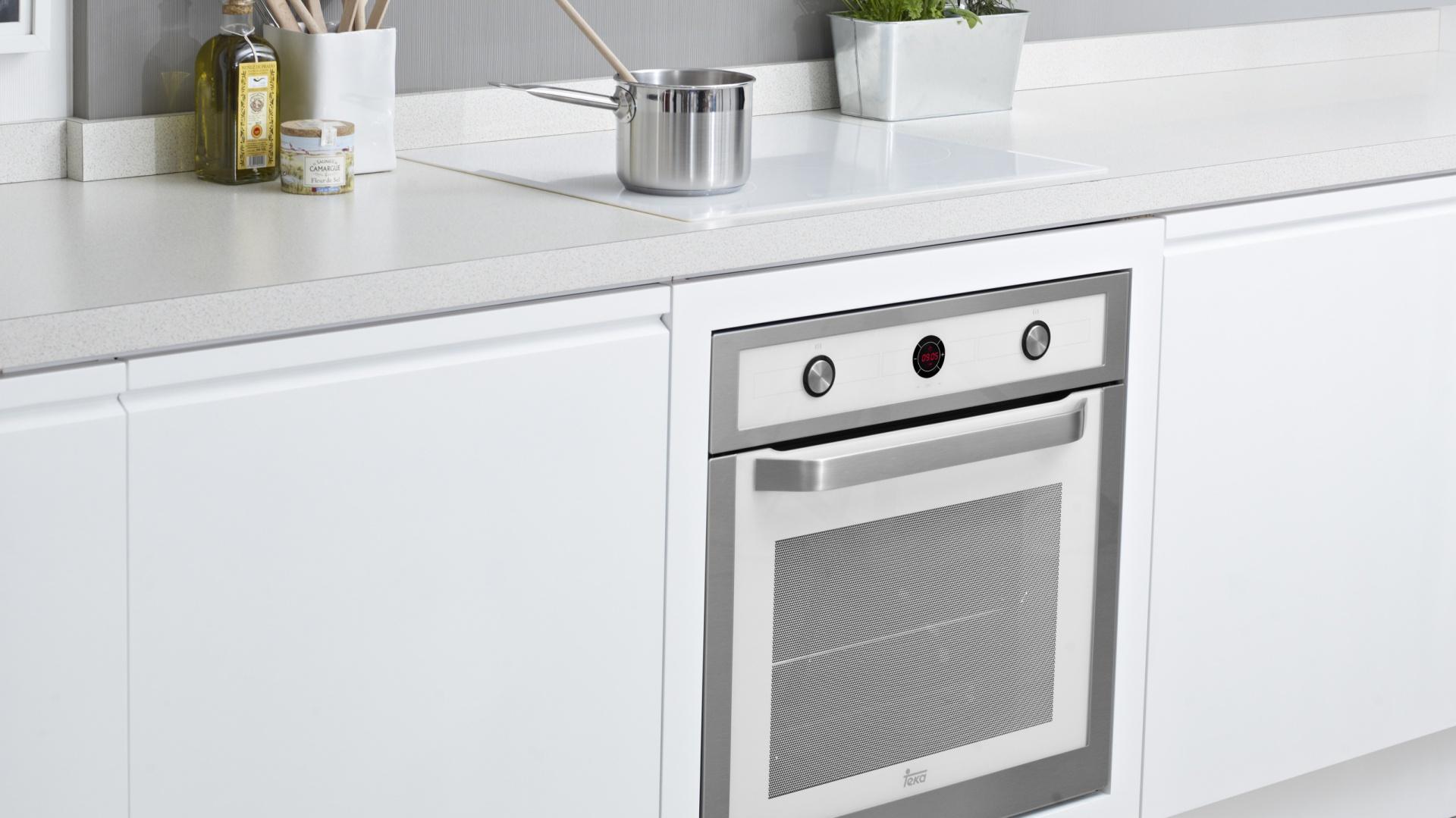 Piekarnik HL 840 WHITE Modna biała kuchnia Wybierz   -> Kuchnia Gazowa Czy Indukcyjna