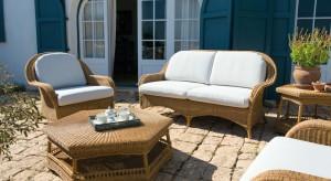 Meble ogrodowe powinny być dopełnieniem stylu, który panuje w ogrodzie.Zwłaszcza przy niewielkiej powierzchni tarasu czy balkonu zestawy wypoczynkowe powinniśmy wybierać z wielką starannością.