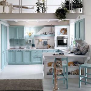 Błękitne meble z kolekcji Anice marki Callesella wprowadzą do kuchni łagodny klimat francuskiej Prowansji. Fot. Cellesella.