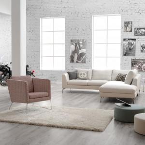 Sofa modułowa Ohio dostępna w ofercie firmy Sits. Głębokie poduchy zapewniają komfortowy odpoczynek. Ciekawie prezentują się metalowe nóżki. Fot. Sits.