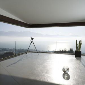 W systemie okiennym PanormAH dyskretne profile, ułatwiają tworzenie pełnych światła wnętrz. Fot. PanoramAH.