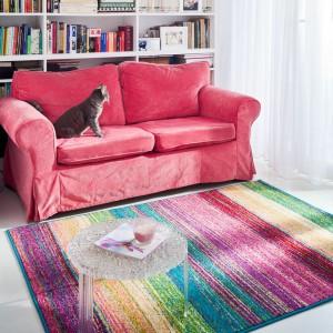Multikolorowy dywan Dor polskiej marki Agnella sprawdzi się we wnętrzach nowoczesnych oraz eklektycznych. Fot. Agnella.