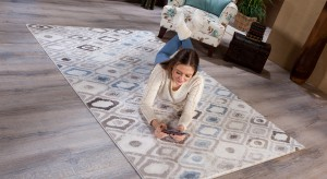 Miękki dywan może być nie tylko praktycznym dodatkiem, ale i efektowną ozdobą salonu. W poszukiwaniu idealnego modelu, zapraszamy do naszej galerii.