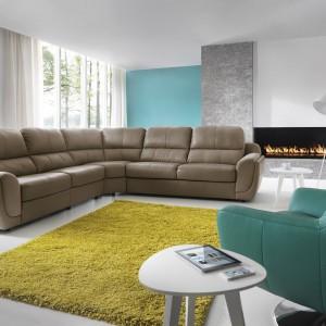 Tunis to jeden z najbardziej komfortowych mebli w kolekcji Gali. Każde z siedzisk może posiadać funkcję relaksu, pozwalającą na ustawienie fotela w najbardziej optymalnej pozycji. Fotele mogą być rozkładane elektrycznie lub manualnie. Fot. Gala Collezione.