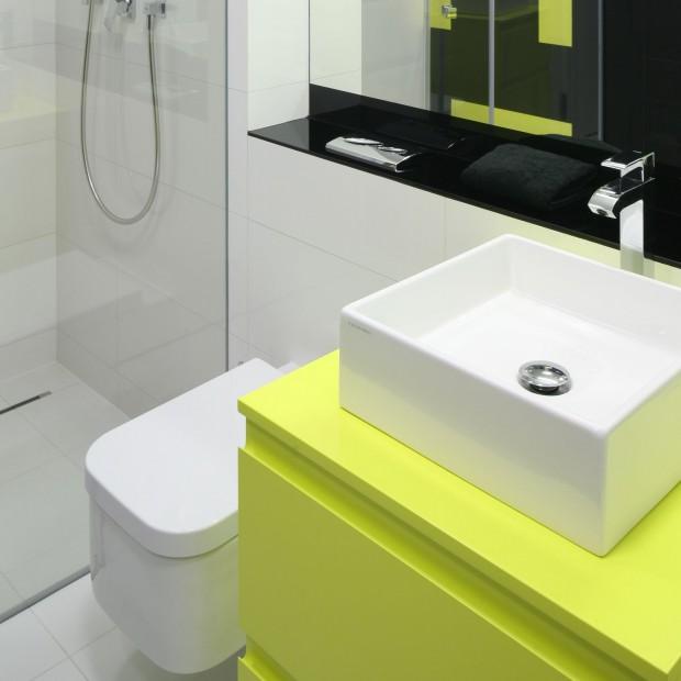 Młodzieżowa łazienka: ożywiona kolorem