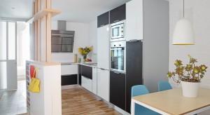 W obrębie jednego 65-metrowego mieszkania udało się stworzyć dwie niezależne przestrzenie, wyposażone we wszystko co jest niezbędne do życia.