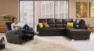 Nie bez przyczyny narożniki nazywane są meblami wypoczynkowymi. To one najczęściej stanowią serce salonu i główny punkt spotkań rodzinnych. Nie sposób wyobrazić sobie przestronnego pokoju dziennego, czy choćby niewielkiego kącika telewizyjnego