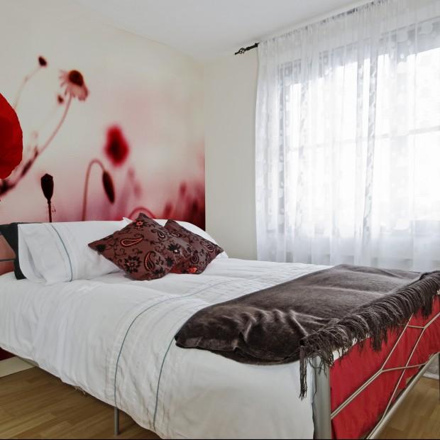 Czerwona sypialnia. Wybieramy dodatki i dekoracje