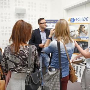 Mariusz Fiedorowicz z firmy Eclisse odpowiada na pytania architektów w czasie przerwy kawowej.
