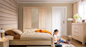 Uniwersalne, ponadczasowe meble w różnych odcieniach drewna bardzo często możemy spotkać w sypialniach. Do wnętrz wprowadzają przytulną, ciepła atmosferę, która zachęca do odpoczynku.