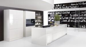 Kiedy nie mamy pomysłu na meble w kuchni, warto postawić na biel. Meble w białym kolorze sprawdzą się zarówno w nowoczesnych, jak i tradycyjnych wnętrzach.