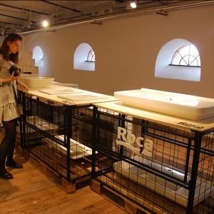 Na stoisku marki Roca można było zobaczyć najnowsze kolekcje umywalek i baterii. Fot. Marta Ustymowicz.