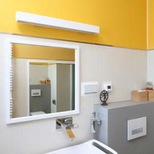 Łazienka dla rodziny: kolorowe wnętrze z pomysłem