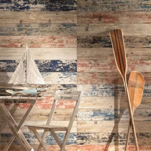 Uniwersalne płytki ścienne Shabby Chic z kolekcji Livingstone Tubądzin imitują drewniane deski o powierzchni noszącej ślady czasu i zniszczenia - są jakby wymyte przez wodę. Fot. Tubądzin.