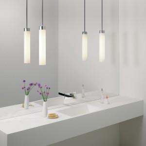 Lampy wiszące doskonale oświetlają lustro, stanowiąc jednocześnie elegancki element dekoracyjny. Fot. Aurora Technika Świetlna.