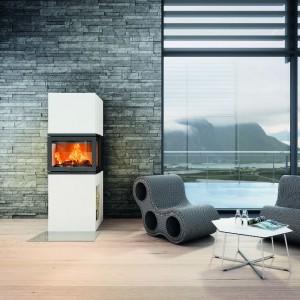 Prosta, minimalistyczna forma obudowy kominka z oferty marki Jotul doskonale podkreśli nowoczesny charakter każdej przestrzeni. Fot. Jotul.