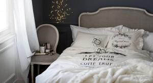 Ciepły koc, miękkapoduszka czy nastrojowy świecznik. Prezentujemy dodatki do sypialni, które przydadzą się podczas jesienno-zimowego sezonu.