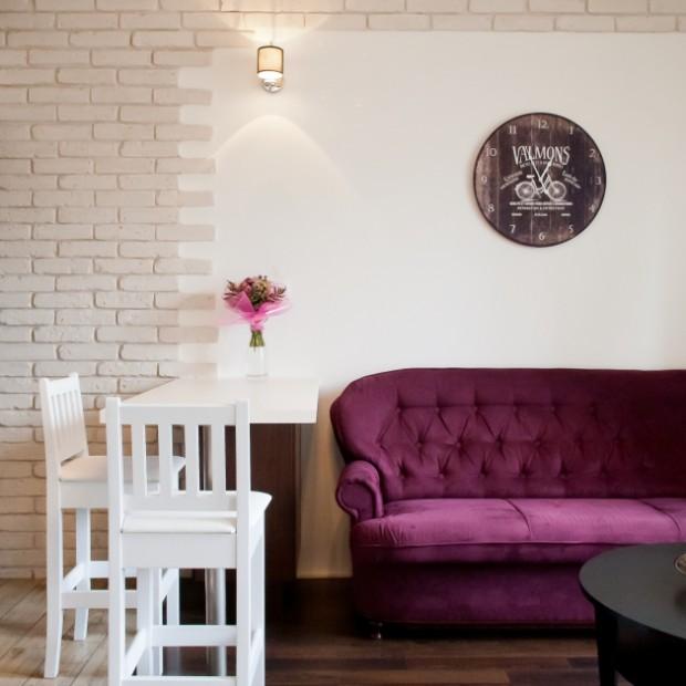 Salon z aneksem kuchennym: piękna aranżacja wnętrza