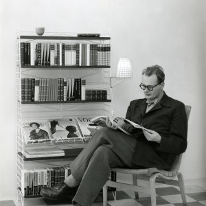 Nils Strinning - projektant mobilnego systemu półek. Projekt powstał w 1949 roku. Fot. String.