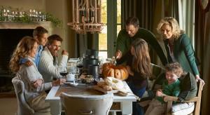 Formy do pieczenia w kształcie dyni, świecznik niczym ręka umarlaka czy kubki z nadrukiem czaszki. Zobacz jak świętować Halloween w kuchni i jadalni!