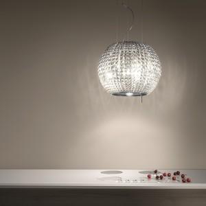 Przypominający luksusową lampę okap Star zachwyca nietuzinkowy wyglądem. Wykonany ze stali szlachetnej i szkła. Fot. Elica/Comitor.