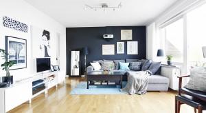 W niewielkim wielorodzinnym budynku, położonym w pięknej okolicy na północy Szwecji zlokalizowano mieszkanie, które ujmuje swoją aranżacją. Połączenie klasyki ze stylem skandynawskim oraz wysmakowanymi, eleganckimi detalami zachwyci najbardziej