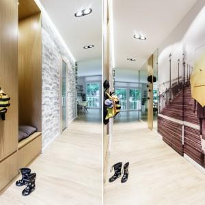 W przedpokoju powierzchnię mieszkania optycznie powiększa efektowna fototapeta w kolorze sepii, ożywionej delikatną żółcią. Widok na molo przedłuża perspektywę i optycznie powiększa wnętrze. Projekt: Saje Architekci, współpraca Aleksandra Nowakowska. Fot. foto&mohito.