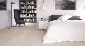 Przedstawiamy propozycje paneli oraz podłóg drewnianych, które wizualnie ocieplą wnętrze każdej sypialni. Wiele faktur, kolorów, struktur daje wiele możliwość aranżacyjnych.