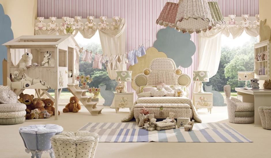 Przestrzeń do zabawy w pokoju dziecka można zorganizować w specjalnym, drewnianym domku, do którego prowadzą niewielkie schody. Fot. Fabio Luciani.