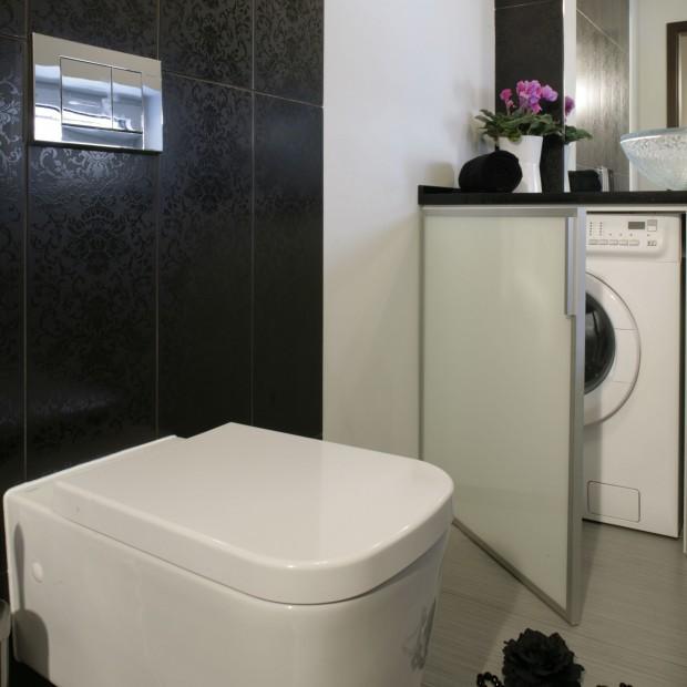 Mała łazienka: tak można zabudować pralkę