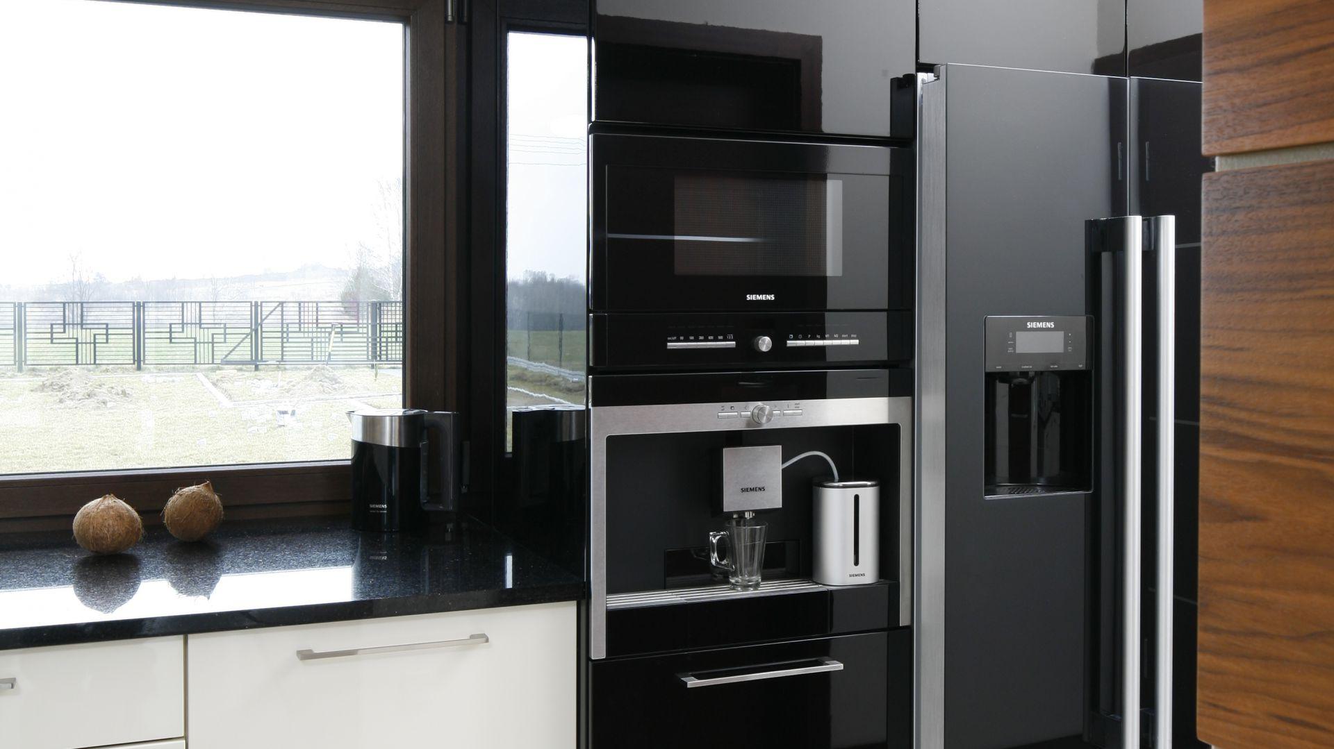 Lodówka, piekarnik i AGD w kuchni Gdzie umieścić wszystkie sprzęty?  S   -> Kuchnia Mikrofalowa Do Zabudowy Siemens