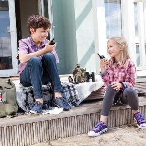 Szukanie pomysłu na wspólną zabawę może pogodzić często kłócące się rodzeństwo. Fot. Battle Box.