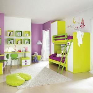 Piętrowe łóżko w żywych kolorach to idealna propozycja do pokoju kilkuletnich dziewczynek. Fot. Colombini Casa.