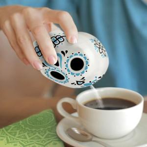 Coś dla nastoltków - oryginalna cukiernica w kształcie czaszki. Fot. The Gift Oasis.