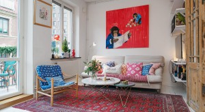 Małe, urokliwe mieszkanie w starej kamienicy z 1890 roku zaprasza do wnętrza przytulnym wystrojem i domowym klimatem. Na niewielkim metrażu udało się stworzyć funkcjonalną i piękną przestrzeń.