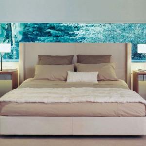 Tapicerowane łóżko Rive droit. Projekt: Christopher Delcourt. Fot. Roche Bobois.