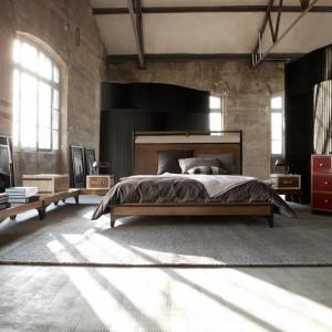 Corespondance to łóżko o wyraźnie zarysowanych liniach. Fot. Roche Bobois.