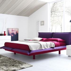 Pillow to kolorowa wersja, która świetnie sprawdzi się w nowoczesnych sypialniach. Fot. Roche Bobois.