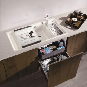 Sortownik odpadów Luxon 60/4  oferowany jest także w wersji z dodatkową szufladą Blancosystema dedykowaną do przechowywania gąbek czy tabletek do zmywarki. Wysokość szuflady (13 cm) umożliwia także przechowywanie detergentów w niedużych pojemnikach. 1.999 zł, Blanco/Comitor.