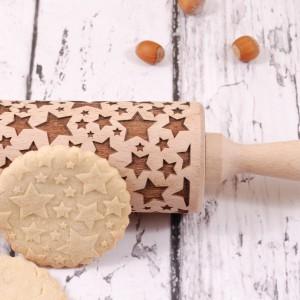 Grawerowany wałek do ciasta.  Bez wysiłku ozdobisz ciastka lub masę cukrową czy marcepanową. Doskonały pomysł na oryginalny, spersonalizowany prezent. Fot.  MOOD for WOOD/Pakamera.