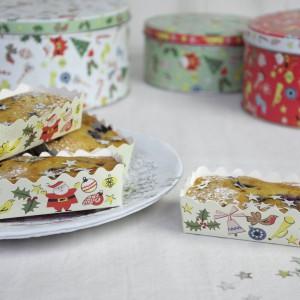 Dzięki papierowym foremkom możemy stworzyć dekoracyjne ciasta, które można dać w prezencie rodzinie i znajomym. Fot. Dotcomgiftshop.